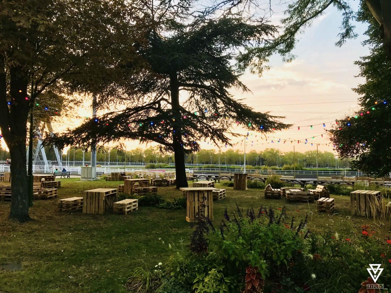 Hippodrome de Vincennes Canapé Tables