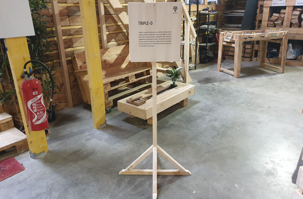 Support signalétique Triple D pied bois